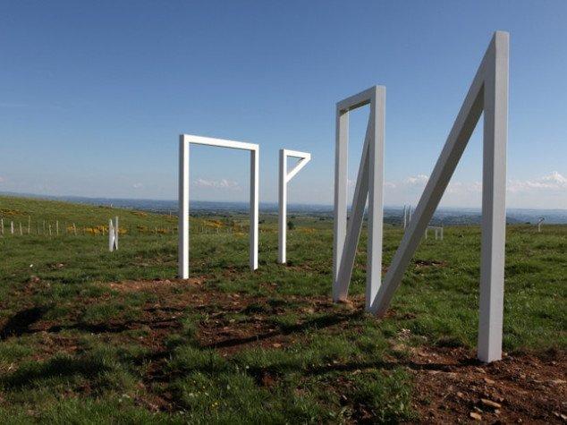 Sculpture d'acier inoxydable réalisée pour le projet Ma Montagne de Camille Henrot